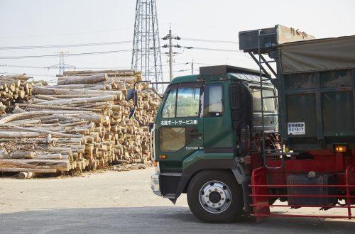 月収27万円以上可能!<br>チップ運搬、廃材・木材 運搬ドライバー